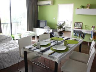 Spacious 2 bedrooms near BTS Ekamai - Bangkok vacation rentals