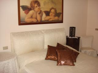 VILLA - wifi private parking close subway - Cassina de Pecchi vacation rentals