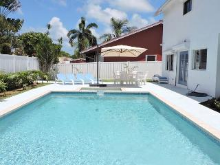 Large 4/2.5 for 12 Guests, Heated Pool, Near Beaches and Town, Very Private - Dania Beach vacation rentals