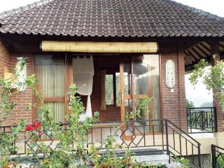 Perfect Bungalow with Cleaning Service and Outdoor Dining Area - Seraya Barat vacation rentals
