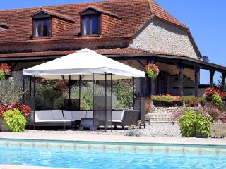 Labarde Full Complex - Bourlens vacation rentals
