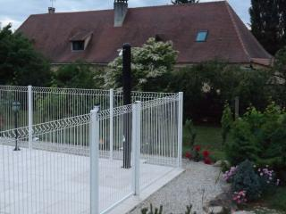 3 bedroom Gite with Internet Access in Cause-de-Clerans - Cause-de-Clerans vacation rentals