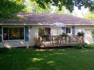 Blue Shutter cottage (#989) - Point Clark vacation rentals