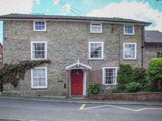 THE LAURELS, detached, Grade II listed, en-suite facilities, enclosed garden, in Bishop's Castle, Ref 925397 - Bishops Castle vacation rentals