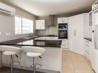 Regents Villa  - Christchurch Holiday Homes - Riccarton vacation rentals