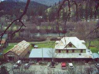 Nice Lodge with Internet Access and Mountain Views - Lewiston vacation rentals
