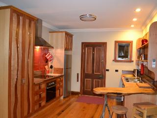Perfect Cottage with Deck and Dishwasher - Tawonga South vacation rentals