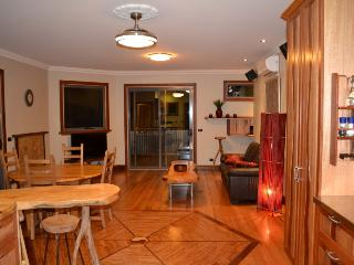 Perfect Cottage with Deck and A/C - Tawonga South vacation rentals