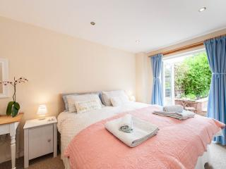 Charming 'Room On The Brae' with private entrance - Edinburgh vacation rentals
