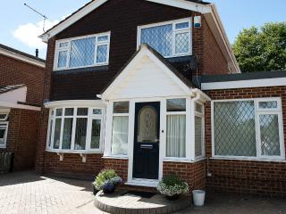 Bournemouth detached Holiday House. - Bournemouth vacation rentals