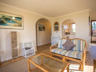 2 bedroom Condo with Television in Blueys Beach - Blueys Beach vacation rentals
