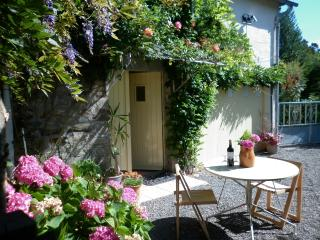 Le Grenier.  Rural yet within easy distance of lots of sight seeing. - Mortain vacation rentals