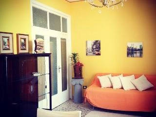 Casa Girasole comoda e confortevole - Montelepre vacation rentals