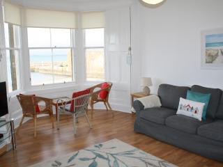 The Gulls, 4 bedroom seaside holiday home overlooking the beach - North Berwick vacation rentals