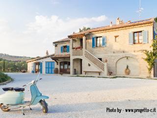 BorgoLaRovere: app. I PAPAVERI - Mondavio vacation rentals