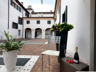 Nice Townhouse with Internet Access and A/C - Castelfranco Veneto vacation rentals