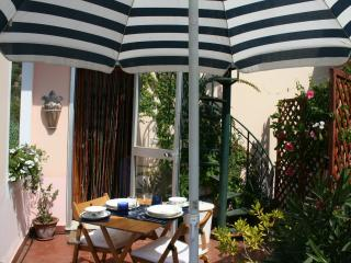 Nice Townhouse with Outdoor Dining Area and Television - Celle Ligure vacation rentals