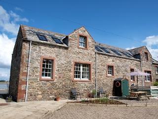 Comfortable Cottage in Garlieston with Outdoor Dining Area, sleeps 4 - Garlieston vacation rentals