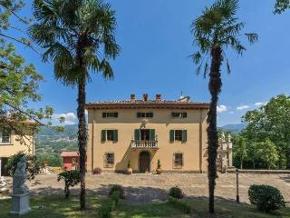 7 bedroom Villa with Internet Access in Camporgiano - Camporgiano vacation rentals
