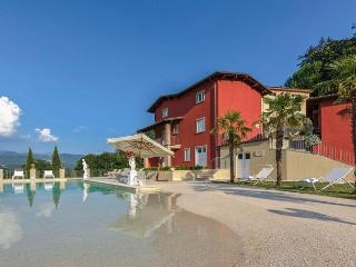 Charming 4 bedroom Camporgiano Villa with Internet Access - Camporgiano vacation rentals