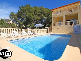 Comfortable 4 bedroom Calpe Villa with Internet Access - Calpe vacation rentals