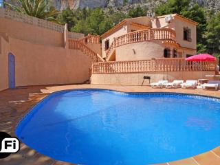 Nice 4 bedroom Calpe Villa with Internet Access - Calpe vacation rentals