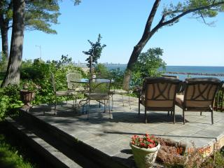 Perfect Townhouse with Deck and Internet Access - Milwaukee vacation rentals