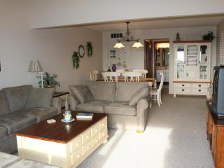 Beautifully furnished condo, 1.5 blocks to beach - Ortley Beach vacation rentals