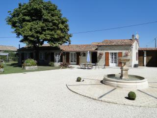 La Maison Du Moarronier - Chef-Boutonne vacation rentals