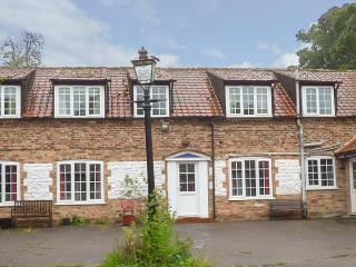THE MEWS, large detached former farmhouse, four poster, near Bridlington, Ref 922232 - Bridlington vacation rentals