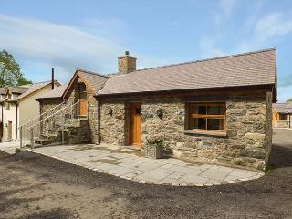 BRIWS, barn conversion, hot tub, parking, garden, in Betws-y-Coed, Ref 905257 - Cerrigydrudion vacation rentals