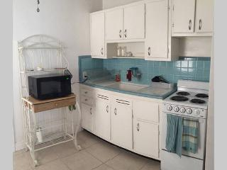 2 bedroom House with Deck in Fort Lauderdale - Fort Lauderdale vacation rentals