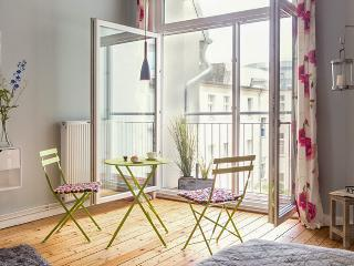 All inclusive cozy flat with WiFi - Berlin vacation rentals