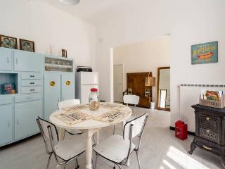 Elsa Bed & Pets - grande appartamento in Liguria - Genoa vacation rentals