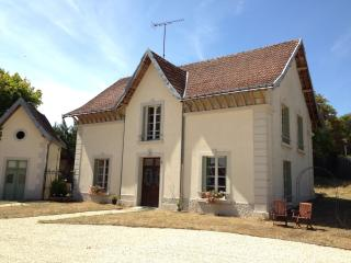 4 bedroom house in grounds of Château with pool - Descartes vacation rentals