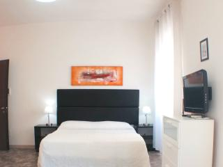 All In Rome Guest House-parking included - Rome vacation rentals