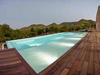 Ibicenco Pepe, nearby beach in Ibiza countryside - Sant Vicent de sa Cala vacation rentals