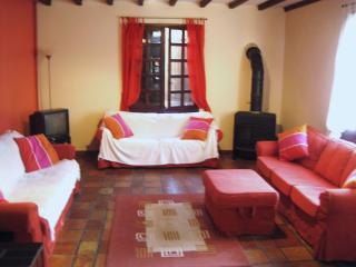 Quillan 4 Bed 3 Bathroom House. Garden and Parking - Quillan vacation rentals