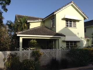 Homey 3 Bedroom Townhouse - Enterprise vacation rentals