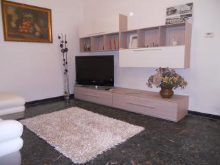 Cozy 3 bedroom Ameglia House with Deck - Ameglia vacation rentals