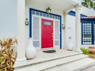 Beautiful 4 bedroom Miami Beach House with Deck - Miami Beach vacation rentals
