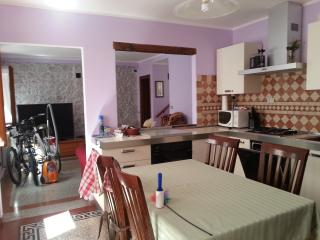 Bright 2 bedroom Montereale Valcellina House with Dishwasher - Montereale Valcellina vacation rentals