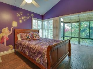 1 mile from Disneyland w/ private pool & hot tub! 20 guests - Anaheim vacation rentals