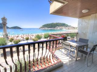 Luxury in 1st  line of La concha beach - San Sebastian - Donostia vacation rentals