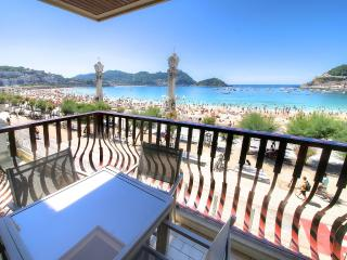 Luxury 1st  line of La Concha beach +PARKING+WIFI - San Sebastian - Donostia vacation rentals