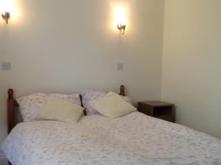 St Margaret's Double bedroom in family home - Twickenham vacation rentals