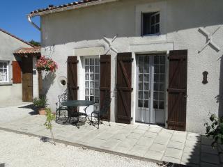 La Maison de la Rosarie - Chef-Boutonne vacation rentals