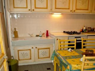 Nice Gite with Internet Access and Garage - Trets vacation rentals