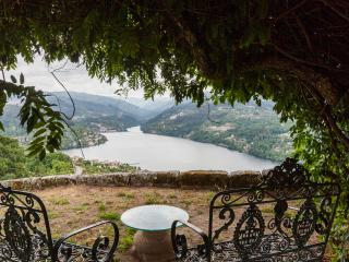 Self-catering farmhouse - stunning views - private pool- 4 bedrooms - sleeps 8 - Porto vacation rentals