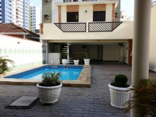 Excelente sobrado próximo ao mar - Santos vacation rentals